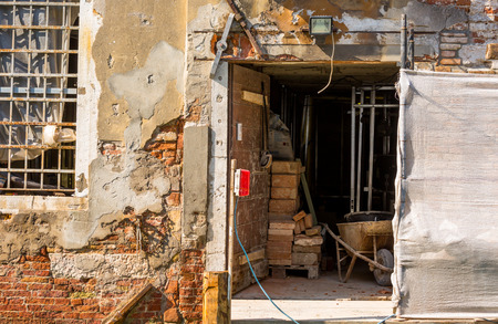 infiltration: renovation of an old building on a narrow canal, venice