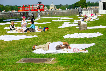 qui: CHANTILLY - JUNE 15: Group of people picnicking at the Prix de Diane - The Prix de Diane horse race is a French qui runs Every year in June. In an atmosphere of sporting fervor and chic picnic Chantilly. Considered the price of elegance and distinction, t