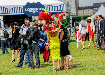 bourgeoisie: CHANTILLY - JUNE 15: General atmosphere at the Prix de Diane - The Diana Award is a French horse race qui runs Every year in June. In an atmosphere of sporting fervor and chic picnic Chantilly. Considered the price of elegance and distinction, thanks to i