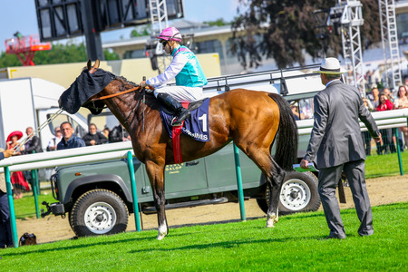 affraid: CHANTILLY - JUNE 15: Jockey and his horse Before the race at the Prix de Diane - The Diana Award is a French horse race qui runs Every year in June. In an atmosphere of sporting fervor and chic picnic Chantilly. Considered the price of elegance and distin