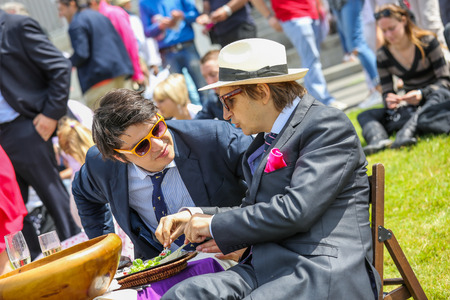 chantilly: CHANTILLY - JUNE 15: Upscale picnic at the Prix de Diane - The Diana Award is a French horse race qui runs Every year in June. In an atmosphere of sporting fervor and chic picnic Chantilly. Considered the price of elegance and distinction, thanks to ict h Editorial