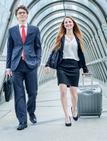 cadres juniors dynamique en voyage d'affaires ou un séminaire d'entreprise Banque d'images