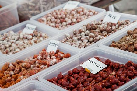 carnes y verduras: Assortment of chorizo, pepper sausage and nuts sausage on local market Foto de archivo