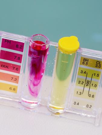 Jacuzzi spa zwembad onderhoud test, Ph chloor en bromide niveaus