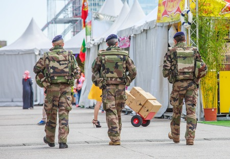 La defense, France - July 17 2016: French military patrol assigned to the surveillance of a business district near Paris. These troops ensure the safety of the citizens and are there in prevention of the terrorist attacks perpetrated in France Éditoriale