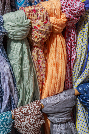 closeup on Scarves and cheiches hung in a store to be sold Banque d'images