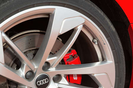 Cognac, France - February 16, 2020:close-up on the rim and brake discs of a luxury Audi car Redactioneel