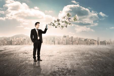 man spray money Stock Photo