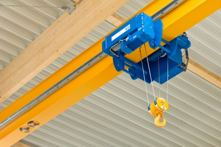 hook up: Overhead travelling crane in a production hall