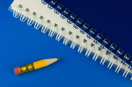 notieren: Kurzer Bleistift mit Notizblöcken