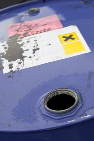 corrosive: Offenes Chemikalienfass Open chemical barrel