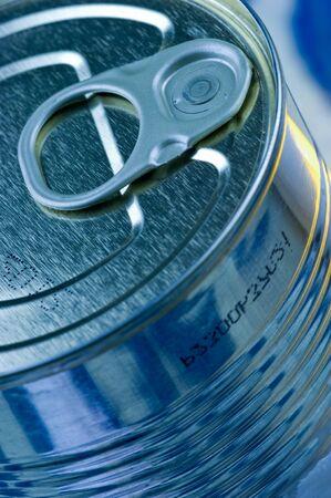 glanz: �ffnungsring an einer Konservendose Aperture ring on a tin