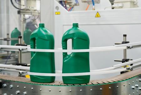 kunststoff: Massenproduktion von Kunststoffbeh�ltern Lizenzfreie Bilder