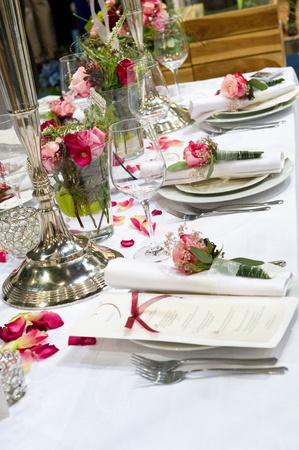 covered: Covered banquet with red roses decoration