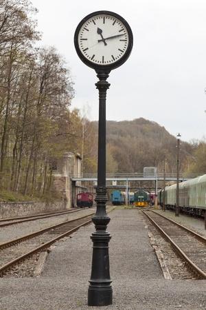 estacion tren: Reloj antiguo en una estaci�n de tren