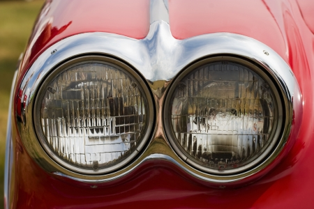 Headlight on a red american car 版權商用圖片