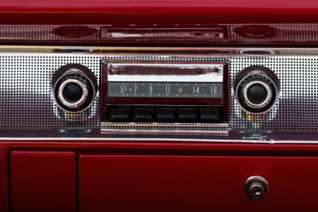 voiture ancienne: Audio vieille voiture dans une voiture am�ricaine Banque d'images