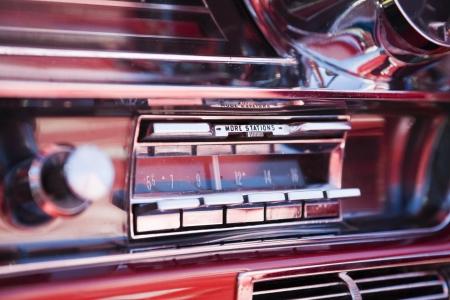 classisc 차에 오래 된 차 라디오