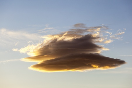 lenticular: Lenticular cloud in the sky