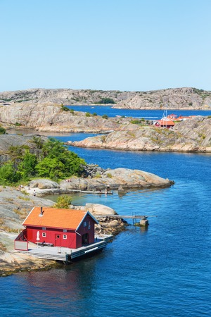 urban idyll: Red cottage by the sea on the archipelago