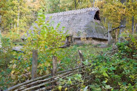 �ge de pierre: Vieille maison longue de l'�ge de pierre