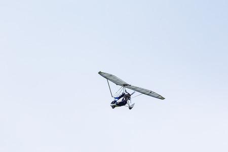MOTORIZADO: Planeador motorizado en los cielos