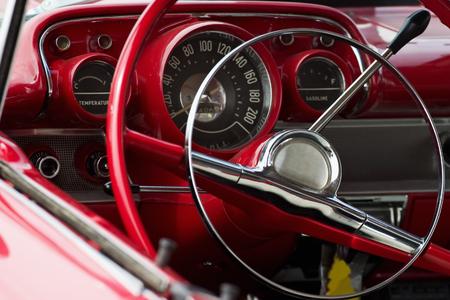 arredamento classico: L'interno in un convertibile.