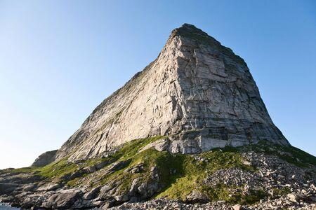 Hoge bergtop in zonlicht Stockfoto