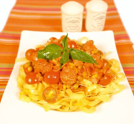 low cal: Fettucine with sausage and tomato sauce