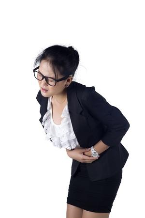 menstruacion: Mujer de negocios que sufre de dolor de est�mago, aislados en fondo blanco, modelo es la mujer asi�tica.