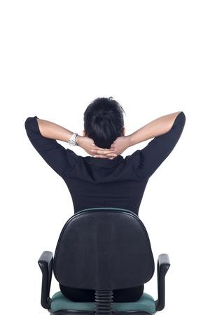 estiramientos: Vista posterior, pensando en la mujer de negocios de pie aislado en el fondo blanco en todo el cuerpo. Modelo es mujer asi�tica.