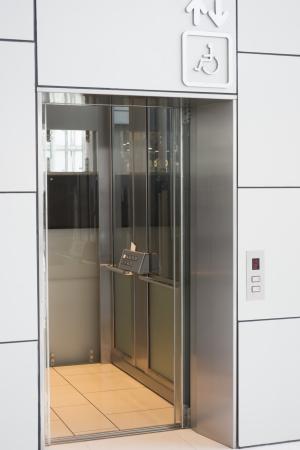 Elevator for handicap in modern building Imagens