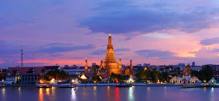 wat arun: Panorama view of Twilight time Wat Arun across Chao Phraya River during sunset in Bangkok, Thailand Stock Photo