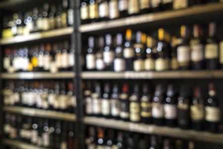 Blurred image of liquor shop for background uses. Banco de Imagens