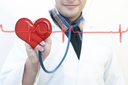 Médecin de sexe masculin utilisant le pouls stéthoscope.