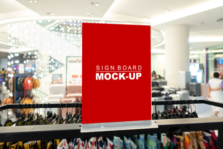 Mock up horizontal blank signboard in acrylic frame  to show promotion or price at fashion clothes shop, Red screen empty space for insert text or advertising Banco de Imagens