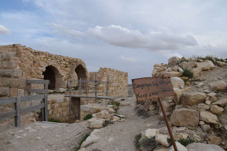 Ruins of the old crusader castle Shobak with a warning sign in Jordan Banco de Imagens - 151635144