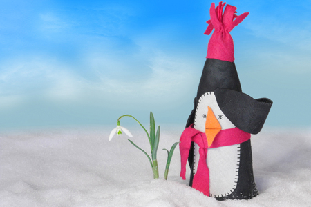 funny penguin in snowy winter landscape first snowdrop in the snow Zdjęcie Seryjne - 101432400