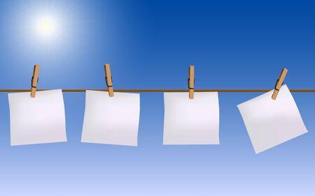 Vier Papier Notizen hängen am Seil