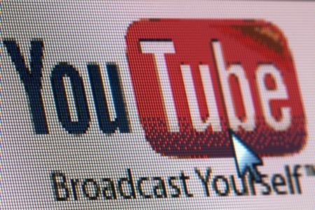 BRUXELLES - 13 MARS: YouTube co-fondateur Tchad Hurley est dans un mois du lancement d'une startup vidéo collaborative en ligne, il a dit au festival South by Southwest à 13 mars 2013 à Bruxelles Éditoriale