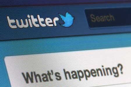 BRUXELLES - MARS 03: Twitter frappé par des pirates informatiques. Environ 40 entreprises ont été ciblées par un groupe de pirates de l'Est européen, de rapports de Bloomberg. Parmi eux, Twitter et Apple le 03 Mars 2013 à Bruxelles Éditoriale