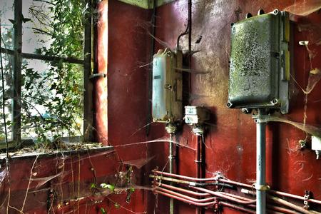 Boîtes à fusibles en maison abandonnée