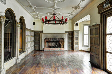 Empty living room with fire place
