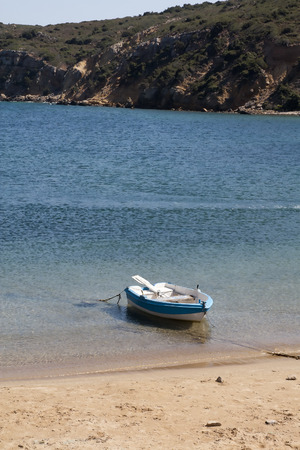 Little boat at beach 版權商用圖片
