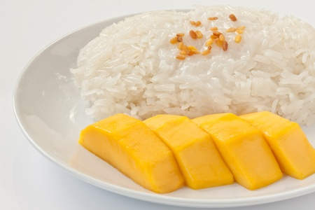 Thai dessert sweet sticky rice with mango Stock Photo - 9413150