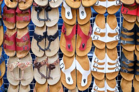 sandalias: sandalias de cuero en la tienda