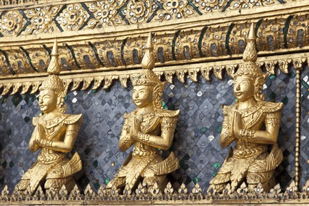 po: Architecture detail in the Emerald buddha temple, Bangkok, Thailand