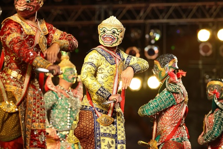 khon: Khon - Thai classical masked ballet  - Monkey soldier prepare to war