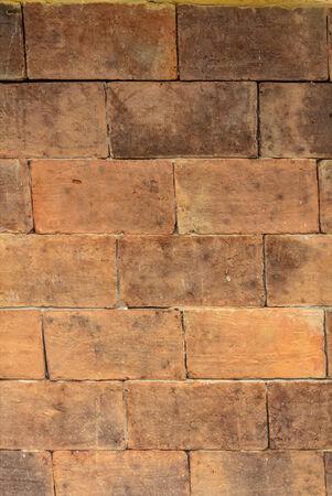 vintage look: muro di mattoni con look vintage. Archivio Fotografico