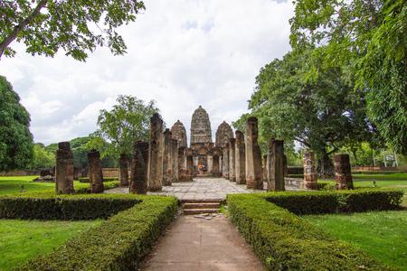 Wat Si Sawai (Sri Savaya) in Sukhothai A big Khmer style temple in Sukhothai. of big temples in Sukhothai Historical Park.  Sukhothai THAILAND .